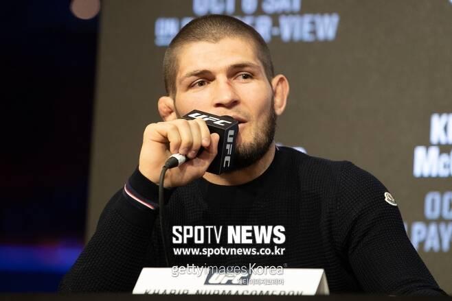 ▲ 하빕 누르마고메도프(사진)는 다음 달 7일(한국 시간) UFC 229 메인이벤트에서 코너 맥그리거와 라이트급 타이틀을 놓고 자웅을 겨룬다. 이 경기는 스포티비 온과 스포티비나우(www.spotvnow.co.kr)에서 시청할 수 있다.