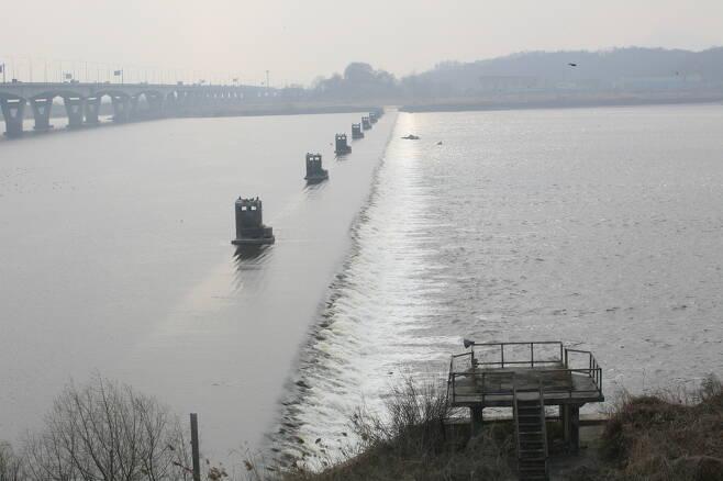 한강 신곡수중보.한겨레 자료사진