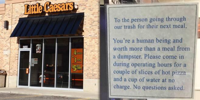 부부가 연 피자 가게와 가게 창문에 붙인 알림문.