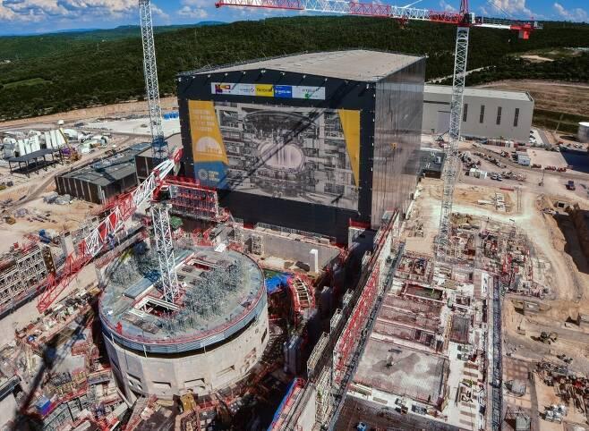 프랑스 남부 도시 카다라슈에 건설되고 있는 국제핵융합실험로(ITER) 전경. 맨 앞이 핵심부분인 토카막 건설현장. 이터 제공