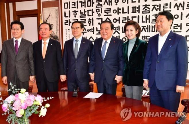 국회의장-5개 정당 원내대표 회동 [서울=연합뉴스]