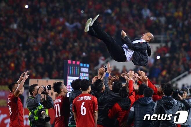 이전까지 입상이나 수상과 거리가 멀었던 베트남 축구가 연달아 성과를 냈다. '매직'이라 설명하지만, 사실 준비된 노력의 결실이다. © AFP=News1