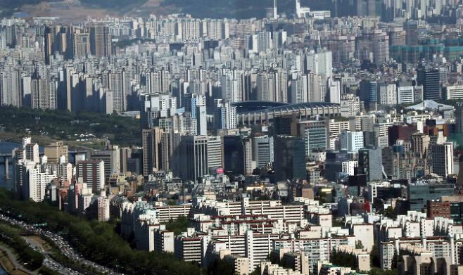 서울 남산 N서울타워에서 바라본 송파구 일대 아파트 단지 모습. (사진=연합뉴스)