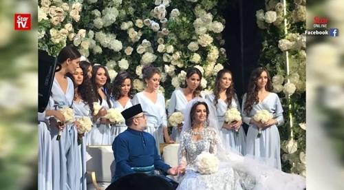 말레이시아의 술탄 무하맛 5세(50) 국왕과 러시아 국적 여성 모델 옥사나 보예보디나(26)가 결혼식을 올린 장면으로 알려진 사진. [현지방송 영상 캡처=연합뉴스]