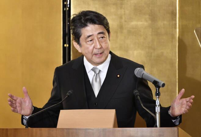 아베 신조 일본 총리가 지난 4일 이세시에서 신년 기자회견을 하고 있다. 이세|교도연합
