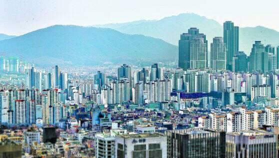2007년 서울 강남권에 전년보다 공시가격이 50%가량 오르며 보유세가 배 이상 늘어난 아파트가 적지 않았다. 올해도 2007년과 같은 보유세 '폭탄'이 터질지 주택시장이 촉각을 곤두세우고 있다.