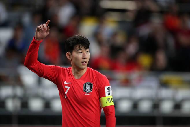 한국의 손흥민이 16일 알 나흐얀 스타디움에서 열린 중국과의 2019 아시안컵 C조 3차전에 선발 출전해 활약하고 있다. 대한축구협회 제공