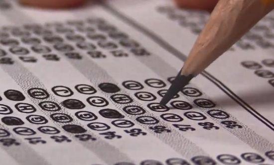 토익 시험은 연필로 답안지를 작성하는데 다른 시험들은 컴퓨터용 싸인펜으로 답안지를 작성합니다. [사진=유튜브 화면캡처]