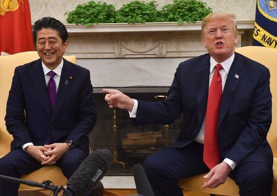 지난해 7월 워싱턴에서 회담한 아베 총리와 트럼프 대통령.[AFP=연합뉴스]