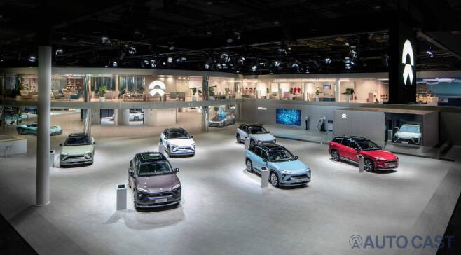 NIO는 올해 상하이오토쇼에서 ES6를 메인에 올렸고 ES8로 배터리 교체 시스템을 시연했다