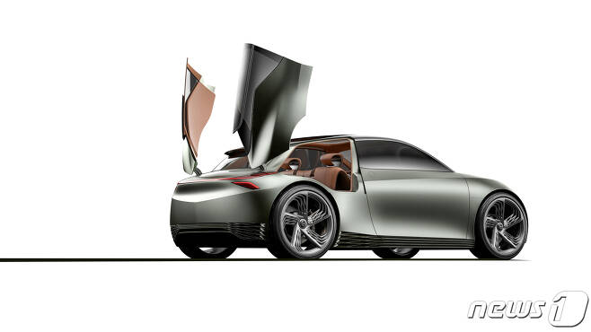 제네시스 브랜드가 '2019 뉴욕 국제 오토쇼(2019 New York International Auto Show, 이하 뉴욕 모터쇼)'에서 전기차 기반 콘셉트카 '민트 콘셉트(Mint Concept)'를 세계 최초로 선보인다. 현대·기아자동차는 '민트 콘셉트'에 대해 도시 생활에서 발생할 수 있는 다양한 활동을 위해 최적화된 씨티카(city car)라고 밝혔다. 사진은 제네시스 브랜드가 세계 최초로 공개한 전기차 기반 콘셉트카 '민트 콘셉트(Mint Concept)'의 외관 및 실내 모습.(현대·기아자동차 제공) 2019.4.17/뉴스1