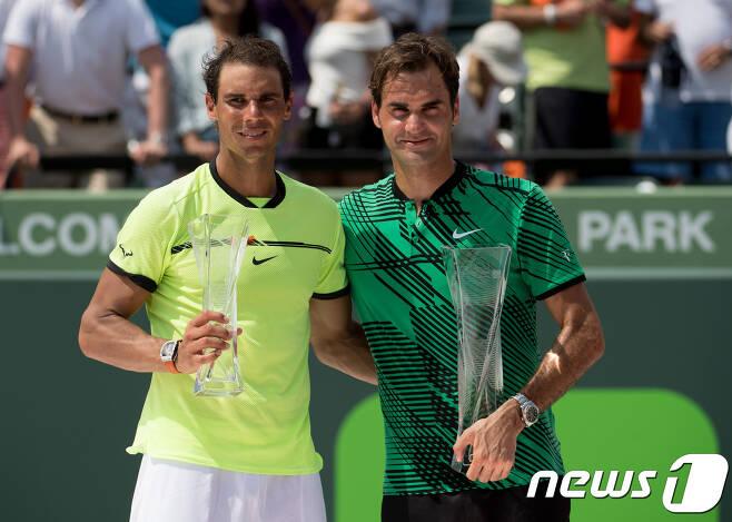 로저 페더러(오른쪽)와 라파엘 나달. © AFP=News1