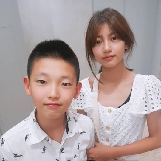 ▲ 박잎선이 송지아(오른쪽)-송지욱 남매의 근황을 공개했다. 출처l박잎선 SNS