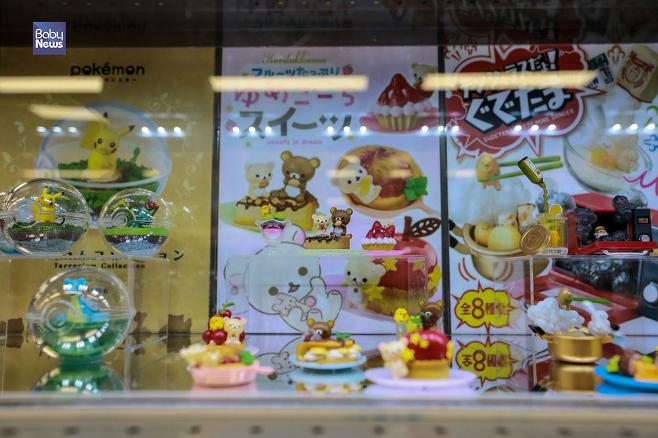 기자가 찾은 한 대형마트 1층 아이들 장난감들이 판매되는 곳에서는 캐릭터들의 천국이라 불리는 일본 캐릭터를 찾아보는 건 너무나 당연하고 쉬운 일이었다. 김재호 기자 ⓒ베이비뉴스