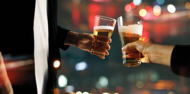 건강을 생각하는 '웰니스' 열풍이 알코올 소비 문화까지 바꿔놓고 있다. 외신들에 따르면 최근 뉴욕에서는 알코올이 들어있지 않은 칵테일을 판매하는 '논알코올 바'의 인기가 높아지고 있다. [게티이미지뱅크]