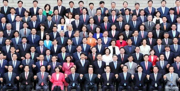 20대 국회 국회의원들 단체 사진.=연합뉴스