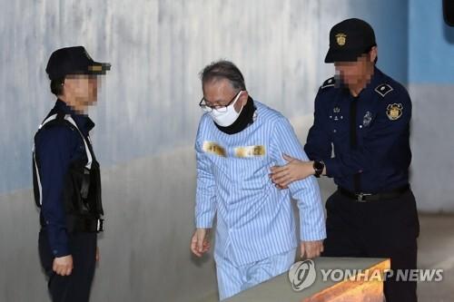 법정 향하는 김기춘 [연합뉴스 자료사진]