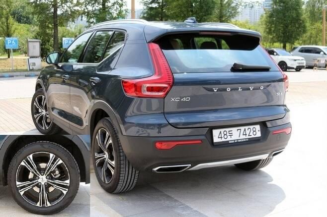 XC40의 후면 디자인은 지붕에서 트렁크 도어까지 내려오는 후미등이 90, 60과 다소 다르다. 19인치 알로이 휠은 편평비 50%의 타이어를 장착해 XC40의 강력한 성능을 뒷받침 한다. 사진=글로벌이코노믹 정수남 기자