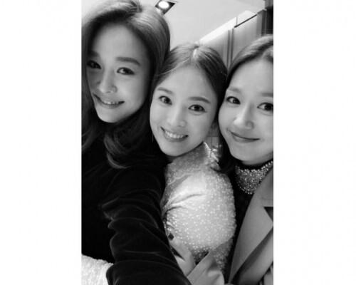 왼쪽부터 옥주현, 송혜교, 이진. 송혜교 사회관계망서비스(SNS) 갈무리