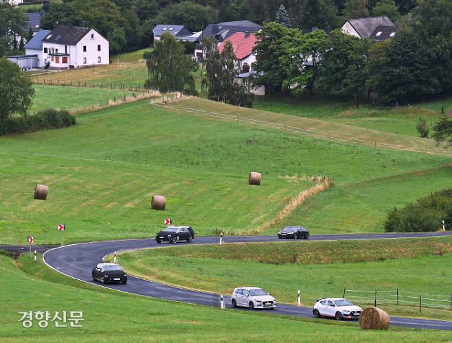 현대차 벨로스터 N, i30 N 라인, 신형, 제네시스 G80 신형, GV80, G70이 독일 국도를 달리고 있다. 현대차 제공