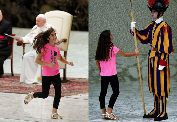 모두가 경건한 마음으로 교황의 강론 한 마디 한 마디에 집중하고 있는 사이, 소녀 한 명이 갑자기 교황이 앉아 있는 제대 위로 껑충 뛰어 올랐다./사진=로이터 연합뉴스