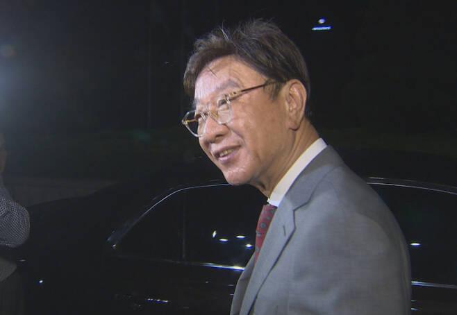 동양대학교 최성해 총장이 5일 참고인 신분으로 검찰에서 조사를 받은 뒤 청사를 나오며 취재진의 질문에 답하고 있다. [연합]