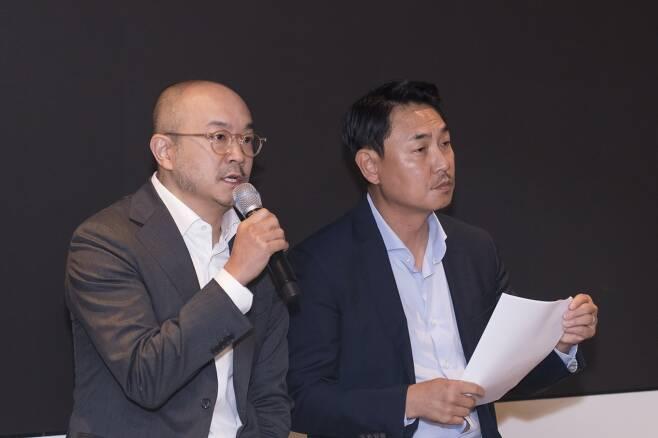 카카오 조수용 공동대표(왼쪽)와 여민수 공동대표가 25일 오전 카카오 판교 오피스에서 열린 뉴스 및 검색 서비스 개편 기자간담회에서 발언하고 있다. /사진제공=카카오.