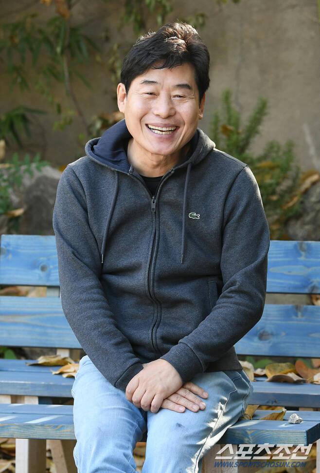 요리연구가 이연복이 8일 오후 서울 연희동의 한 카페에서 환하게 웃고 있다. 정재근 기자 cjg@sportschosun.com/2019.11.08/