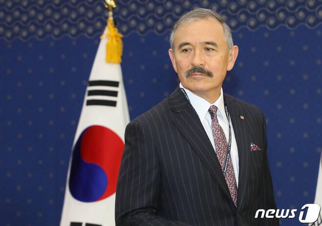 해리 해리스 주한 미국대사가 6일 오전 서울 종로구 외교부로 들어서고 있다. 2019.11.6/뉴스1 © News1 성동훈 기자