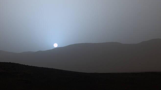 해가 지는 화성의 모습. 사진=NASA/JPL-Caltech/MSSS/Texas A&M Univ.
