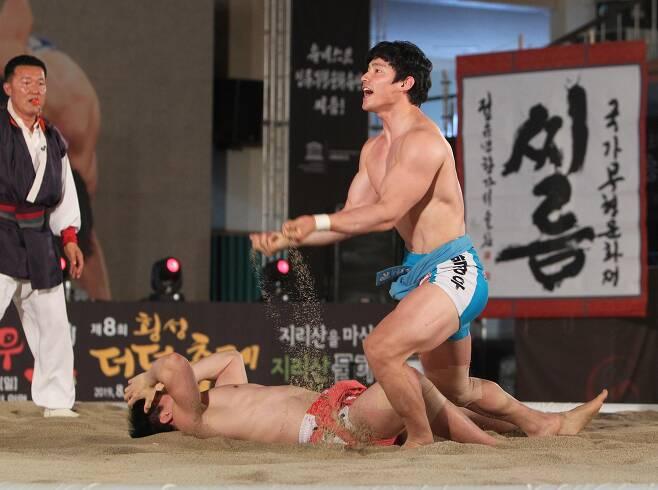 태백장사 등극 후 포효하는 박정우. 대한씨름협회 제공