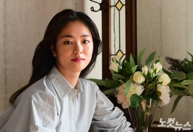 지난 9일 오후, 서울 종로구 삼청동의 한 카페에서 '해치지않아' 해경/나무늘보 역 배우 전여빈을 만났다. (사진=황진환 기자)