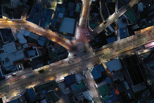 코로나19 확산으로 한산해진 대구 시내의 도로들