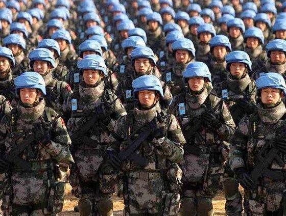85만의 중국 육군이 2년 안에 140만 개의 방탄복 구매에 나서 관심이다. 대만 문제와 관련한 준비라는 해석이 지배적이다. [중국 현대함선잡지사망 캡처]