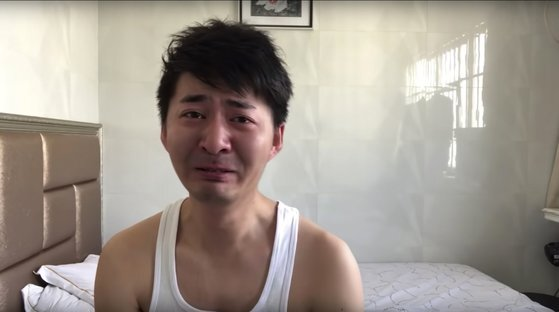 중국 우한에서 활동 중 실종된 변호사 출신 시민기자 천추스. [AP=연합뉴스]