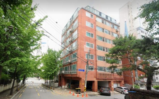▲ 윤석열 총장의 아내 김건희 씨가 보유하고 있던 서울 가락동 아파트. 김 씨는 아파트의 소유권을 법무사 백 씨의 아내에게 넘겼다가 백 씨가 진술을 번복한 뒤 소송을 통해 다시 되찾아왔다.
