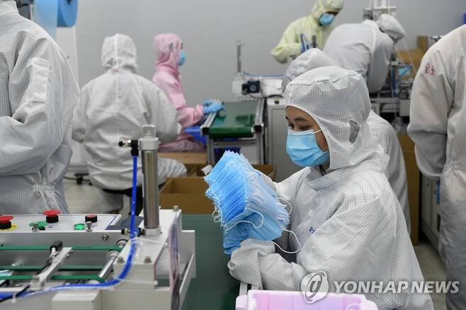 마스크 생산에 나선 중국 폭스콘 [신화=연합뉴스]