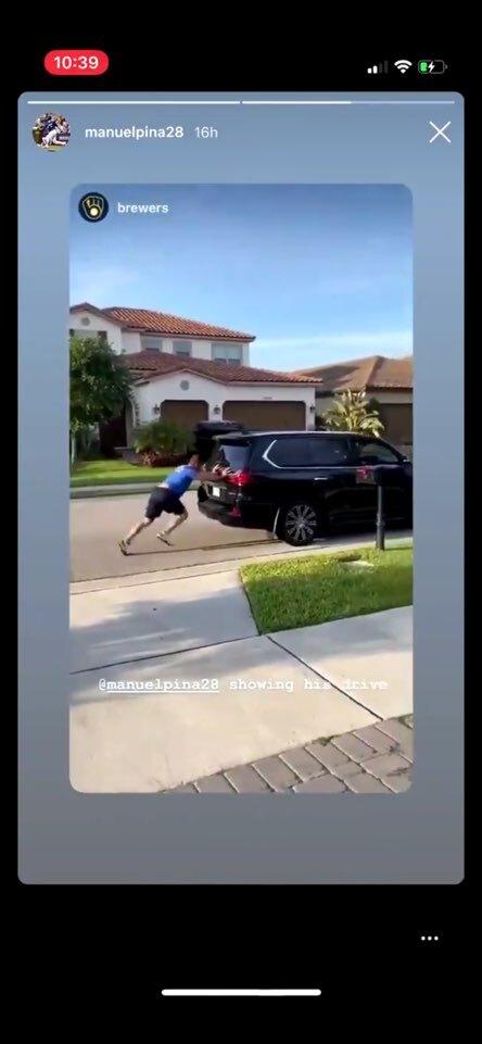 밀워키 매니 피냐가 집 앞 도로에서 SUV 차량 밀기 훈련을 하는 장면 | 인스타그램 캡처