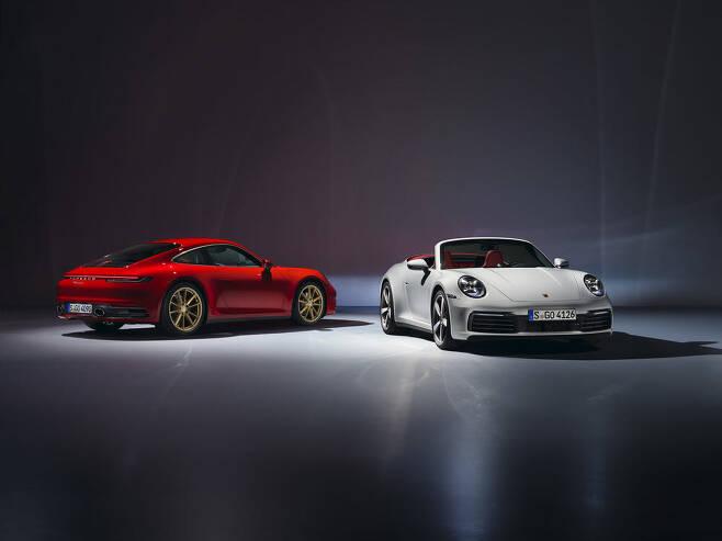 포르쉐 911 카레라 쿠페(왼쪽)와 카브리올레.