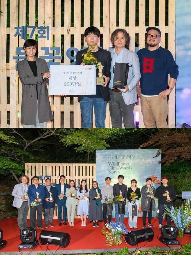 첫 번째 사진 왼쪽에서 두 번째가 제7회 들꽃영화상 시상식에서 대상을 받은 '김군' 강상우 감독이다. 두 번째 사진은 수상자 단체 사진 (사진=들꽃영화상 공식 페이스북)