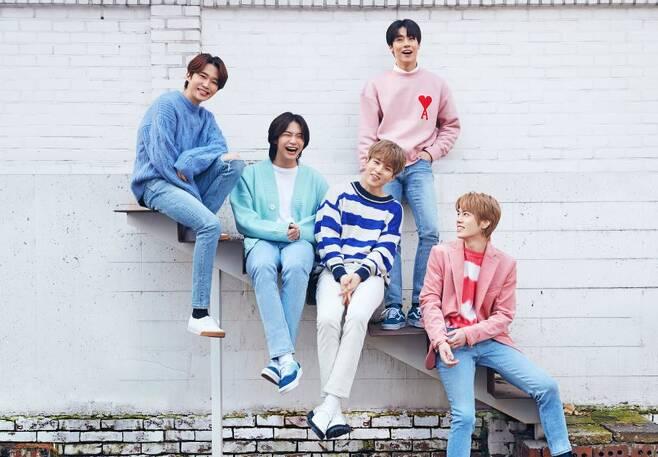 ▲ 밴드 엔플라잉 김재현과 유회승(왼쪽에서 두 번째, 세 번째)가 KBS1 'TV쇼 진품명품'에 출연한다. 제공|FNC엔터테인먼트