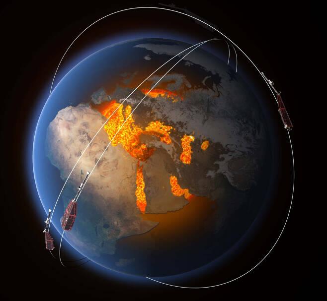 유럽우주국(ESA)이 2013년 발사한 '스웜(Swarm) 위성'. 3대가 동시에 움직이며 지구 자기장의 변화 상황을 측정한다.  ESA 제공