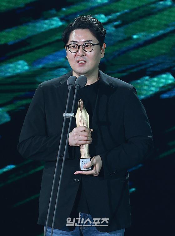 제56회 백상예술대상 영화부문 시나리오상 '엑시트' 이상근 감독