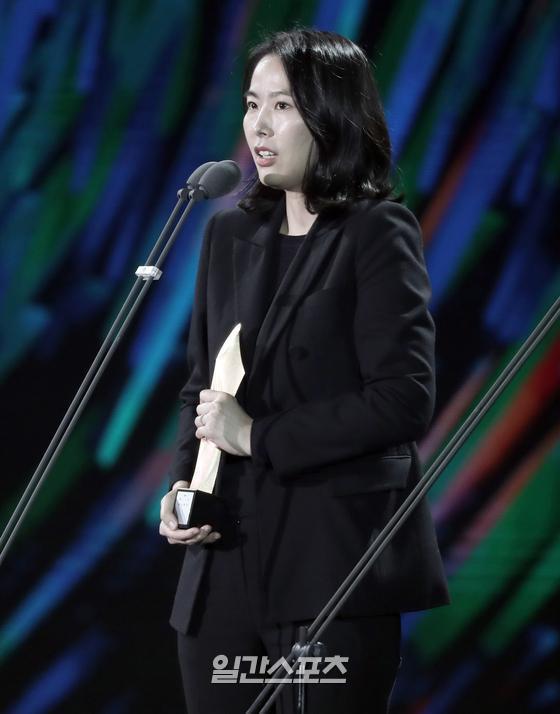 제56회 백상예술대상 영화부문 감독상 '벌새' 김보라 감독