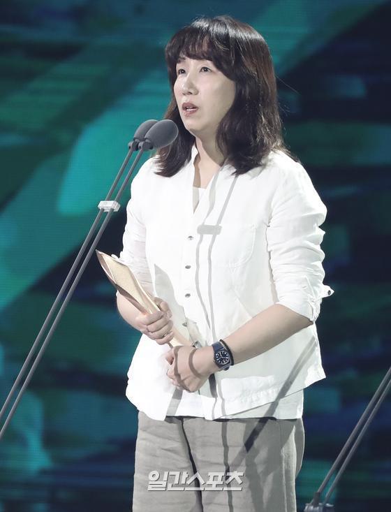 제56회 백상예술대상 영화부문 예술상 '남산의 부장들' 김서희 실장(분장)
