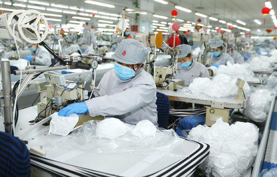 중국 내 마스크 생산공장 모습  /신화망 캡처