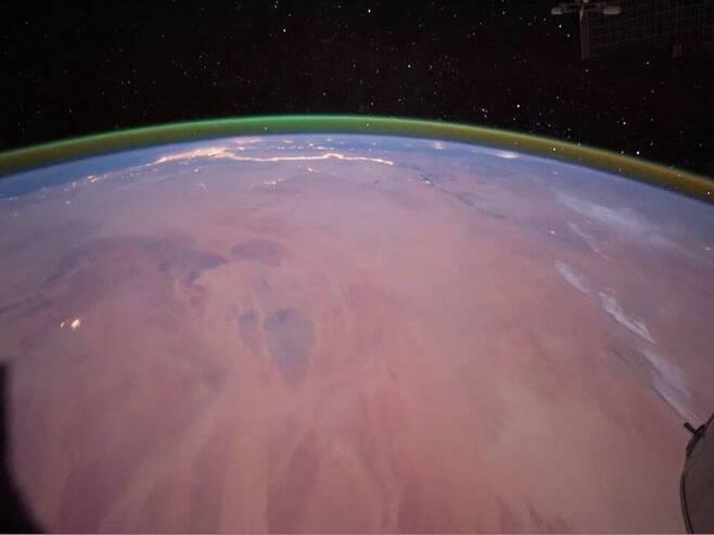 ISS에서 포착된 녹색 대기광 [ESA 제공/ 재판매 및 DB 금지]