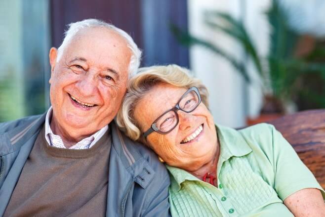 100세까지 무병장수에는 사회적, 환경적 요인이 더 중요 - 미국 연구진이 75세 이상까지 건강하게 무병장수하는 사람들을 분석한 결과 유전적 요인보다는 사회적, 환경적 요인이 더 중요하게 작용한다는 것을 확인했다.픽사베이 제공
