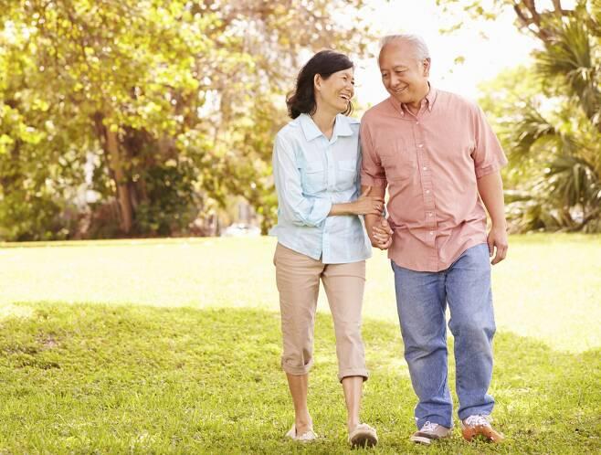 의료기관과 자연이 가까운 곳에 거주해야 오래산다 - 미국연구팀에 따르면 의료기관과 자연이 가까운 곳에 거주하는 노인들이 더 오래사는 것으로 확인됐다.