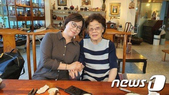 26일 대구 남구의 한 찻집에서 만난 이용수 할머니와 이나영 정의연 이사장. /사진=뉴스1